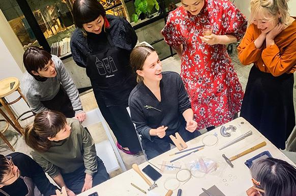 オランダ・アムステルダム在住の金細工ジュエリーデザイナー Julia Bocanetを迎えてPOP UPショップとワークショップを開催。